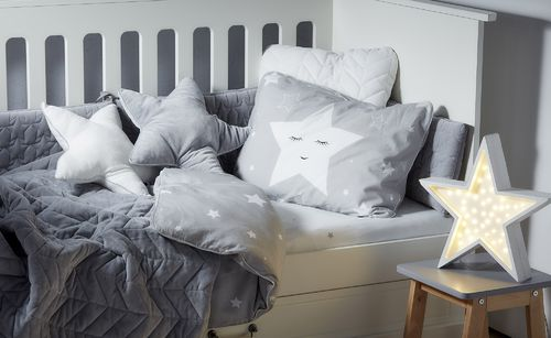 Shining_star_bedding_lifestyle_7b.jpg