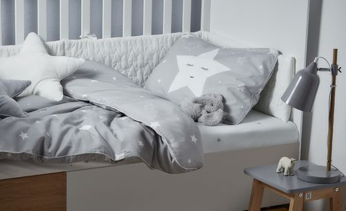 Shining_star_bedding_lifestyle_1b.jpg
