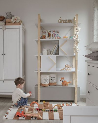 Pinette_bookcase_lifestyle_05.jpg