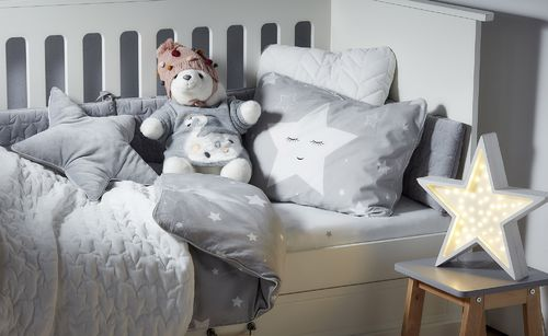 Shining_star_bedding_lifestyle_5b.jpg