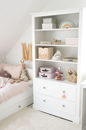 Marylou_bookcase_lifestyle_08.jpg